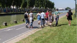 Balade urbaine au fil du canal de l'Ourcq, en banlieue parisienne.