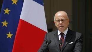 Le ministre de l'Intérieur Bernard Cazeneuve réunit les responsables musulmans pour des consultations sur l'islam de France.