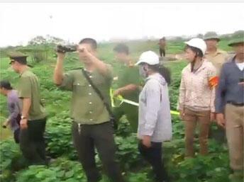 Một vụ cưỡng chế đất đai tại  Dương Nội ngày 22/04/2014. Vidéo Dân LàmBáo