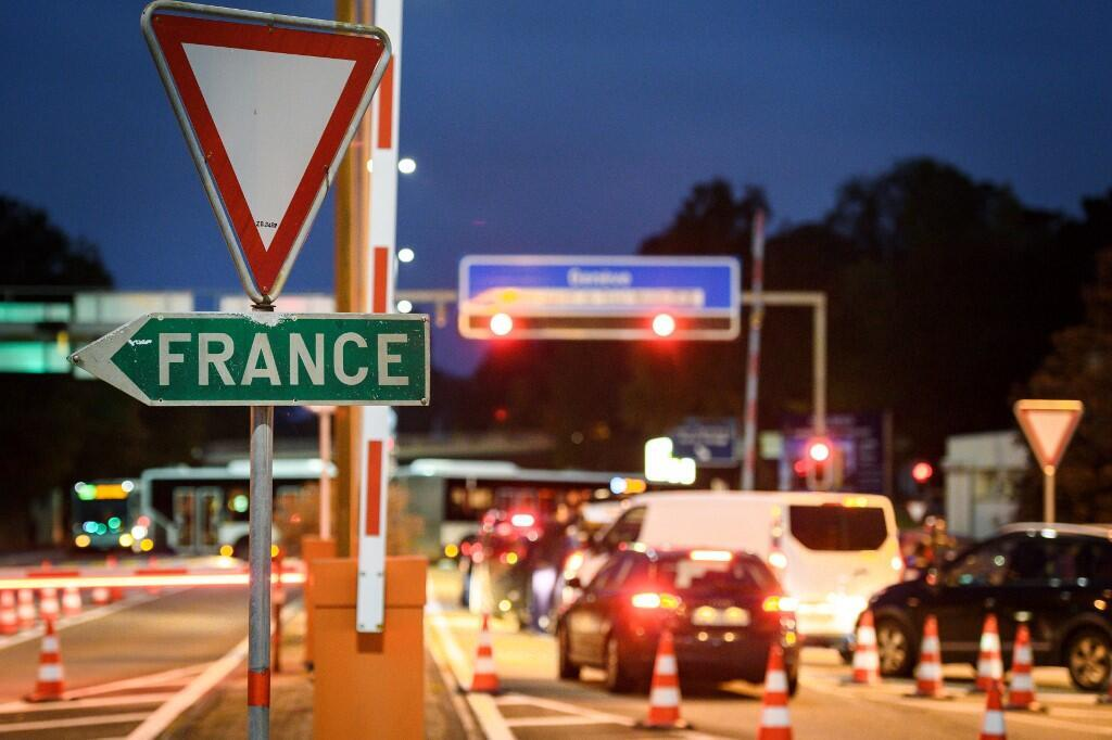 2020-09-12 france switzerland border road sign