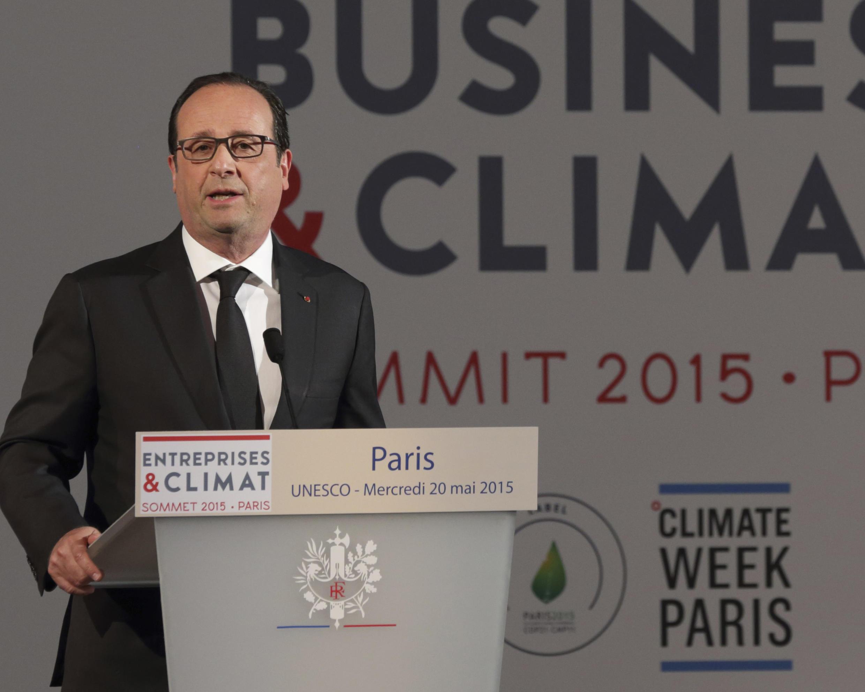 """El presidente François Hollande pronunció un discurso en la inauguración de la reunión internacional """"Negocios y Clima 2015"""" en la UNESCO, París, 20 de mayo de 2015."""