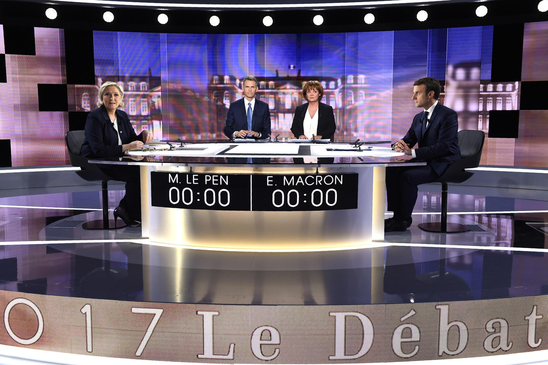 档案照片:2017年法国总统大选第二轮,中间派候选人马克龙与极右翼国民阵线主席玛琳娜.勒庞对决,5月3日举行了大选投票前唯一一场电视辩论。