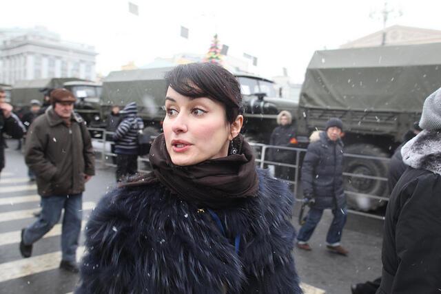 Активная и лояльная Тина Канделаки на Болотной площади в Москве, 10 декабря 2011