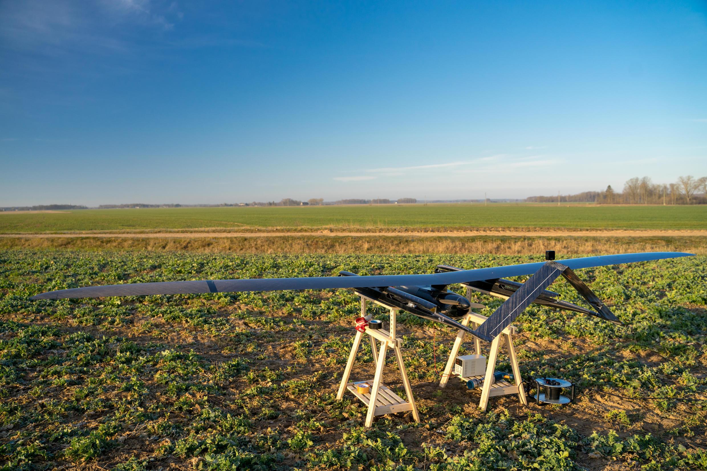 Пропавший дрон, из-за которого движение в воздушном пространстве над Латвией было ограничено, упал 2 мая