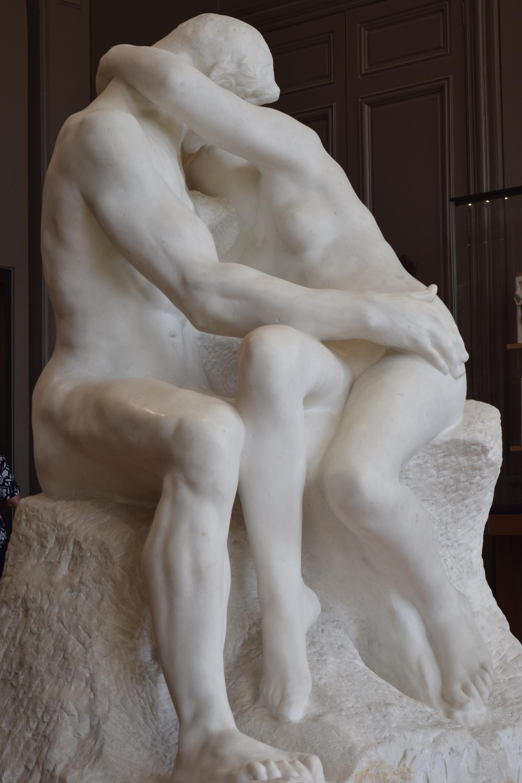 """""""O beijo"""", de Rodin."""