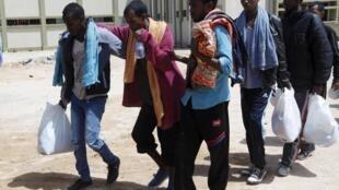 Мигранты в центре по приему беженцев в городе Мисрата (Ливия), май 2015.