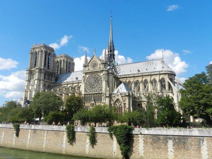 Nhà thờ Đức Bà Notre-Dame de Paris.