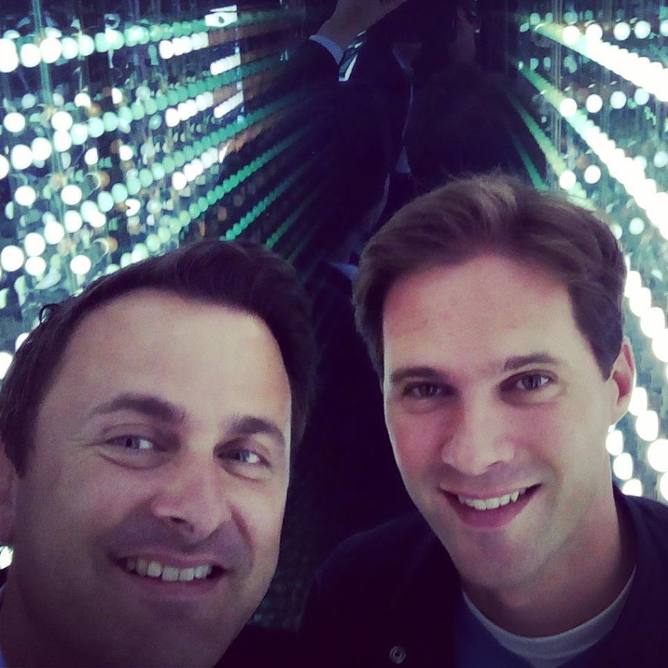 O primeiro-ministro de Luxemburgo, o liberal Xavier Bettel (à esquerda) e seu companheiro, o arquiteto Gauthier Destenay.