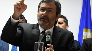 El jefe de la misión de lucha contra la corrupción de la OEA en Honduras, Juan Jiménez Mayor, anunció sorpresivamente la noche del jueves su renuncia al cargo por falta de apoyo del secretario general, Luis Almagro.