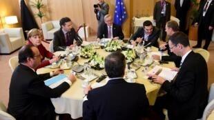Líderes europeus em reunião de cúpula em Bruxelas em 19.03.2015.