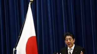 O premiê japonês Shinzo Abe foi reeleito nesta quarta-feira