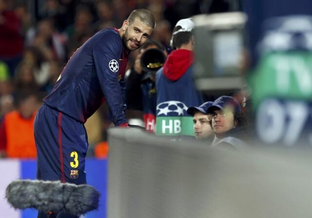 Reação do jogador Gerard Piqué, do Barcelona, após seu gol contra, nesta quarta-feira.