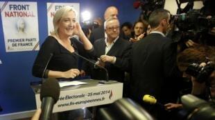 Marine le Pen, líder da Frente Nacional, durante coletiva onde comemorou a vitória de seu partido de extrema-direita nas urnas.