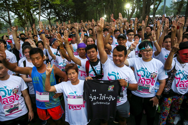 """Những người tham gia cuộc """"chạy đua chống độc tài""""  ngày 12/01/2020 tại Bangkok, Thái Lan."""