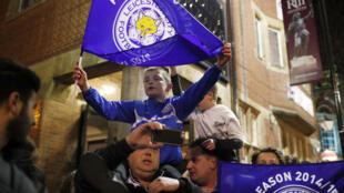Torcedores do Leicester foram às ruas comemorar o título inédito.