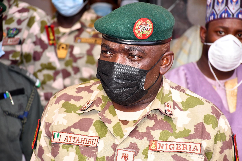 El jefe del Ejército nigeriano Ibrahim Attahiru en el cuartel general del centro Lafiya Dole en  Maiduguri, Nigeria, el 31 de enero de 2021
