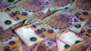 A Argentina negocia com seus credores para tentar evitar o default.