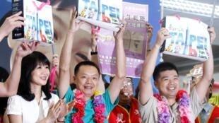 台湾自由行第一批厦门游客抵达台湾松山机场2011年6月28日