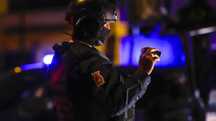 Una agente de policía del estado de Sinaloa participa en un operativo junto a miembros de la patrulla militar y de la policía de tránsito en Culiacán, Sinaloa, México, el 15 de febrero de 2019