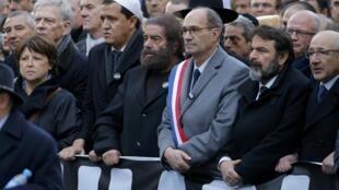 Des représentants de diverses religions marchent aux côtés de personnalités politiques françaises  lors de la grande marche «Je suis Charlie» le 11 janvier 2015.