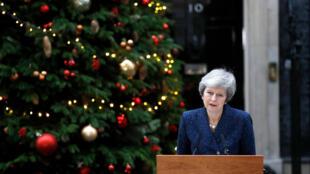 Theresa May fala sobre o voto no Parlamento britânico, nesta quarta-feira (12)