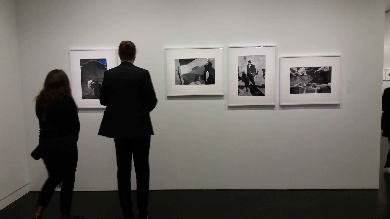 На выставке фотографий Йозефа Куделки в Центре Помпиду, Париж, февраль 2017 г.