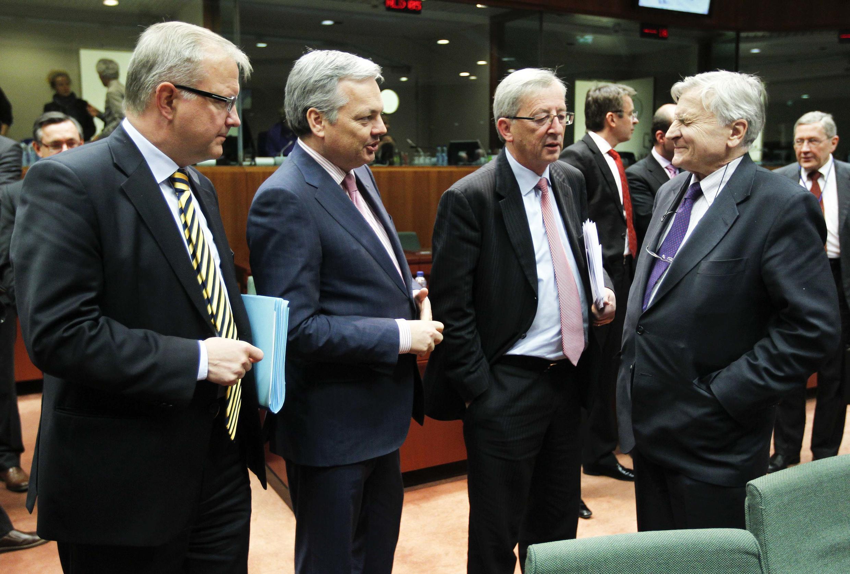 Các bộ trưởng tài chính châu Âu  trong phiên họp tìm biên pháp giải cứu Ailen hôm 28/11/2010