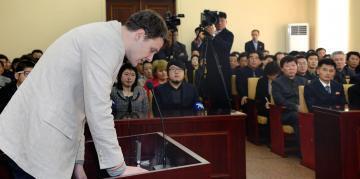 存檔圖片:2016年3月16日 平壤 Otto Frederick Warmbier lors de son procès particulièrement court et éprouvant, à Pyongyang le 16 mars 2016.