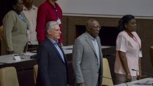 Le président cubain Miguel Diaz Canel (à gauche) et son premier vice-président Salvador Valdés Mesa (au centre).