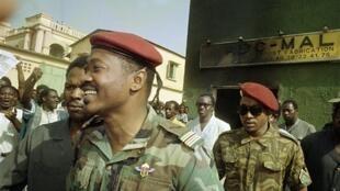 Le lieutenant-colonel Amadou Toumani Touré vient de prendre le pouvoir en renversant, le président Moussa Traoré. Le 29 mars 1991.