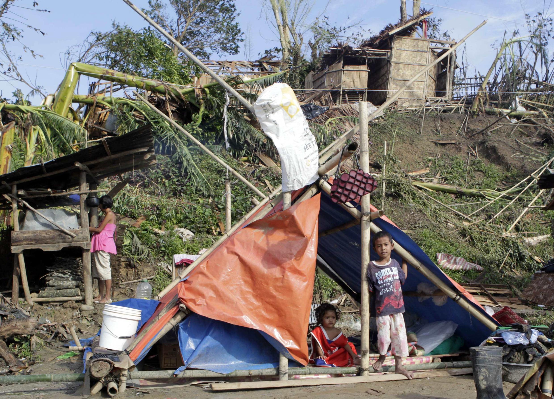 Tufão Bopha deixou 250 mil desabrigados no sul das Filipinas.