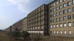 Une vue du gigantesque complexe balnéaire de Prora construit par les nazis en Allemagne.
