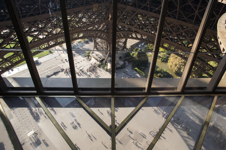 El nuevo piso de vidrio de la Torre Eiffel.