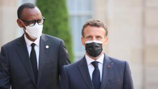 Le président français Emmanuel Macron accueille son homologue rwandais Paul Kagame à l'Élysée, le 17 mai 2021