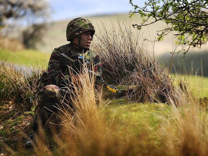 Un soldat des forces armées royales marocaines à l'entraînement.
