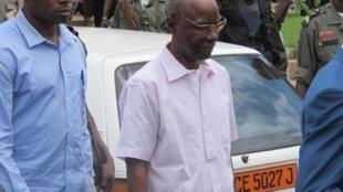Titus Edzoa (D), ancien ténor du régime camerounais photographié en juillet 2012, quelques mois avant sa deuxième condamnation pour corruption.