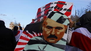 2020-10-18T142427Z_1332958409_RC22LJ9FBS8P_RTRMADP_3_BELARUS-ELECTION-PROTESTS