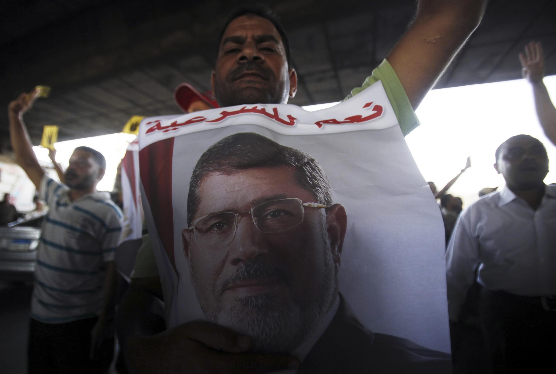 De nombreux partisans du président déchu Mohamed Morsi ont manifesté le 1er novembre pour demander sa libération.