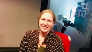 L'écrivaine canadienne Miriam Toews en studio à RFI.