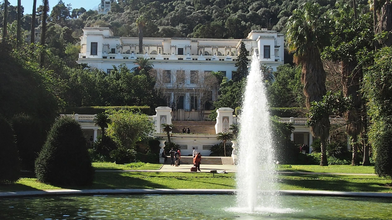 Le musée national des beaux-arts d'Alger, ici une vue de 2014, se dresse face à la majestueuse baie d'Alger.  © Wikimedia Commons