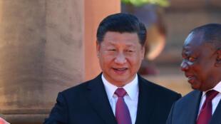 Le président sud-africain Cyril Ramaphosa reçoit le président chinois Xi Jinping, à Pretoria, le 24 juillet 2018, avant le sommet des BRICS.