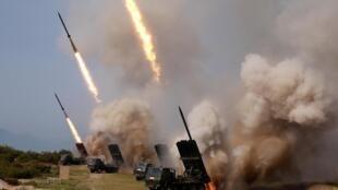 Bắc Triều Tiên bắn thử một loạt tên lửa từ các dàn ống phóng đa nòng, ngày 04/05/2019.