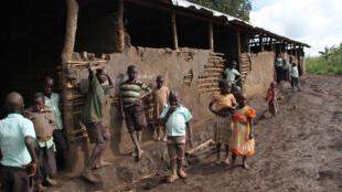 Ce bâtiment qui sert désormais d'école a pendant longtemps accueilli les familles de Rwamutunga délogées de leurs terres, novembre 2017.