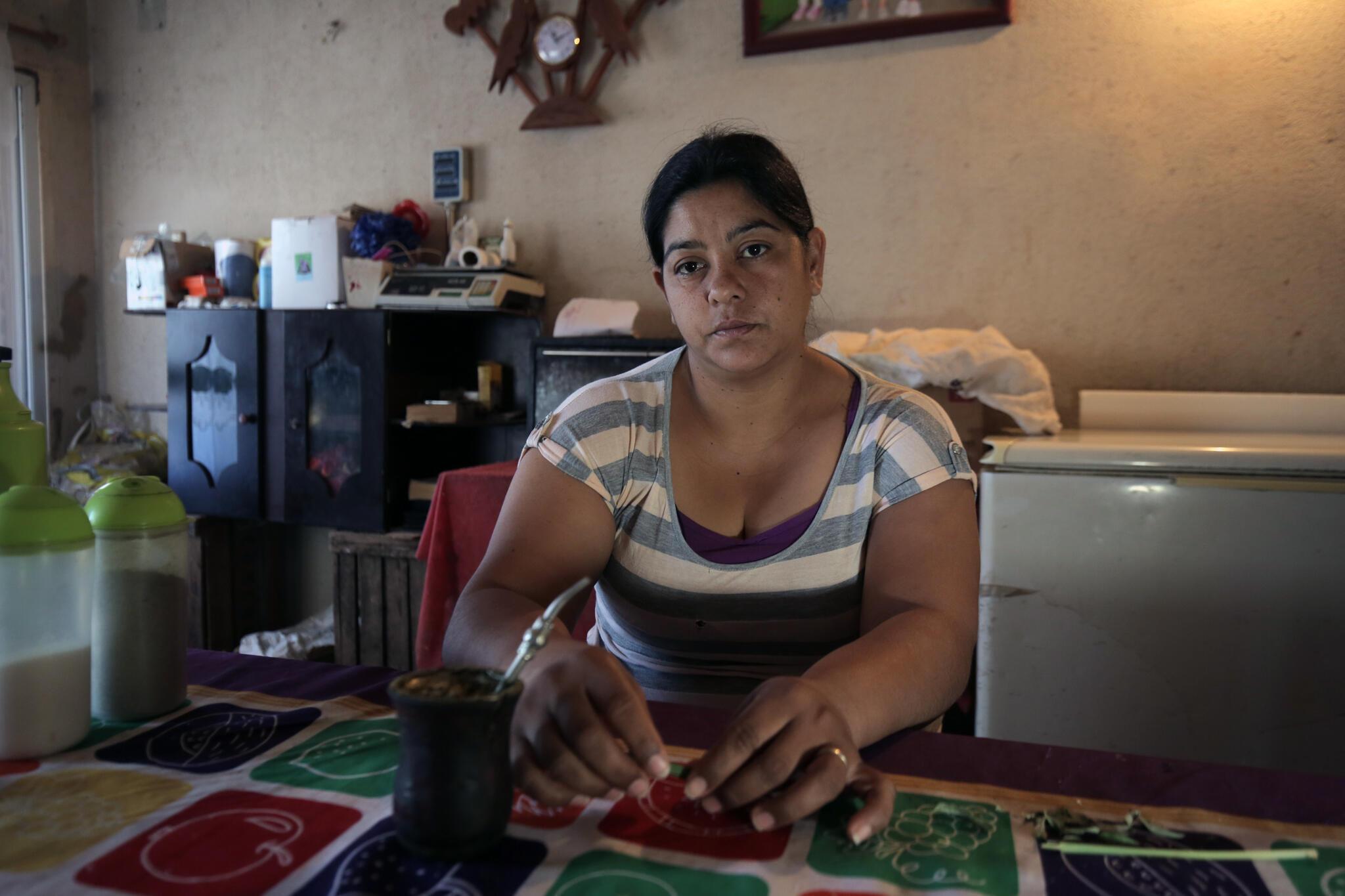 Silvia Ponce vive en Avia Terai, en el Chaco argentino. Su hija de 9 años, Aixa, tiene la espalda cubierta de tumores. Los médicos piensan que esto se debe a que Silvia estuvo expuesta a pesticidas durante su embarazo.