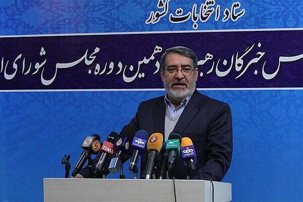 عبدالرضا رحمانیفضلی، وزیر کشور، در مقابل خبرنگاران
