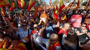 Barcelona, 29 de outubro 2017. Milhares de catalães contrários à declaração de independência na Catalunha foram às ruas neste domingo.