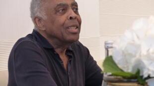 Gilberto Gil durante entrevista em Paris