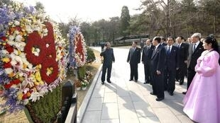 2013年4月15日,朝鲜高层领导人前往已故领导人金日成诞生地万景台朝拜,庆祝金日成101周年诞辰。
