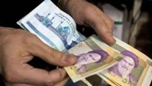 Biện pháp phong tỏa các ngân hàng Iran có thể làm cạn kiệt nguồn ngoại tệ của nước này (REUTERS)