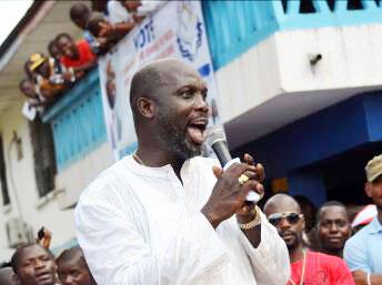 Mwanasoka wa zamani George Weah katika mkutano wa kampeni ya chama chake. Monrovia, Novemba 20, 2014.